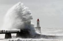 Tempête Sur Le Phare De La Gr...