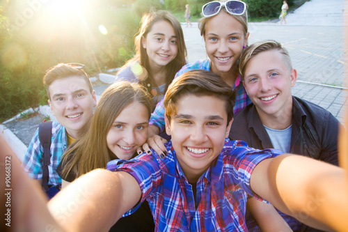 teenagers do selfie Wallpaper Mural