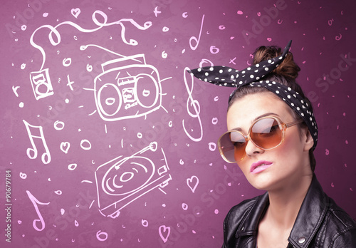 Papiers peints Magasin de musique Happy funny woman with shades and hand drawn media icons