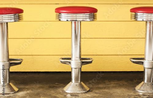 Fotografie, Obraz  Tři retro chrom Diner stoličky