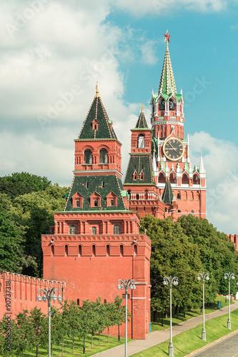 In de dag Aziatische Plekken View to towers(Konstantino-Eleninskaya, Nabatnaya and Spasskaya) of Kremlin Wall