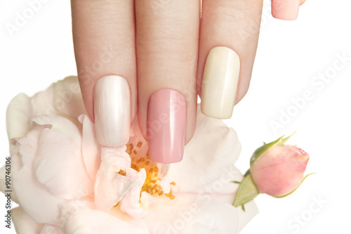 Slika na platnu Пастельный маникюр с розой.
