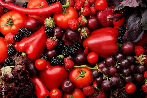 Poster Cuisine Red vegetables and berries background