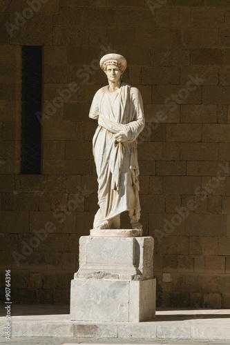Photo  Antique statue