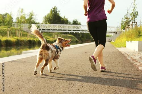 Jogger mit Hund Fototapete
