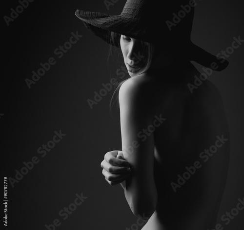 kobieta-w-kapeluszu