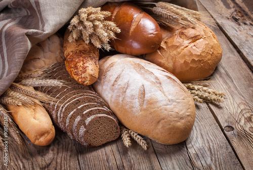 Fotografia, Obraz  Bread and ears on an old table
