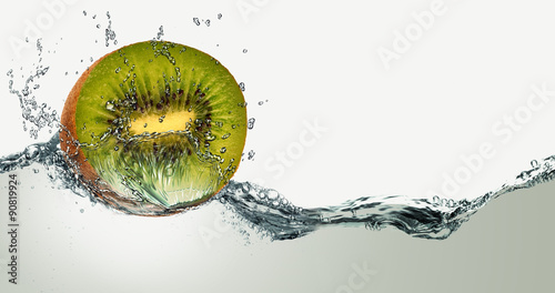 Fotografía Ripe fruit of kiwi and sparks of water.