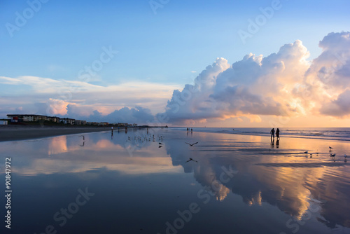 Photo  Beautiful  refection cloudscape over the sea, sunrise shot.