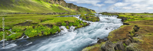 Montage in der Fensternische Fluss Power river with strong current in Iceland