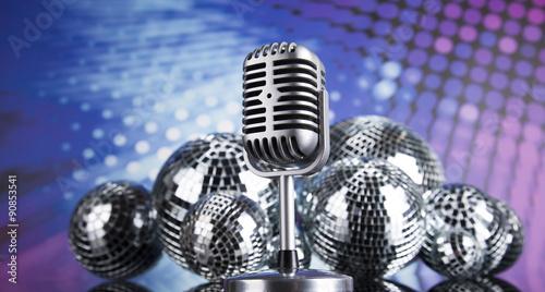 Fotografía  Microphone,sound waves and Disco Ball