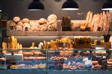 Moderna pekara s asortimanom kruha