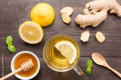 Photo  Cup of ginger tea with lemon and honey on wooden background