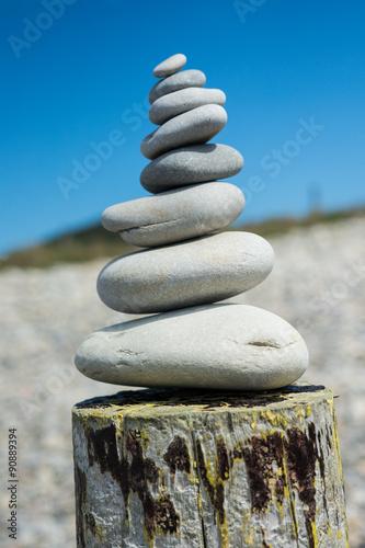 Photo sur Plexiglas Zen pierres a sable galets zen superposés en équilibre
