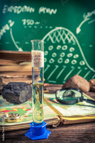 Fotografia  Oil sample tested at a geography lesson