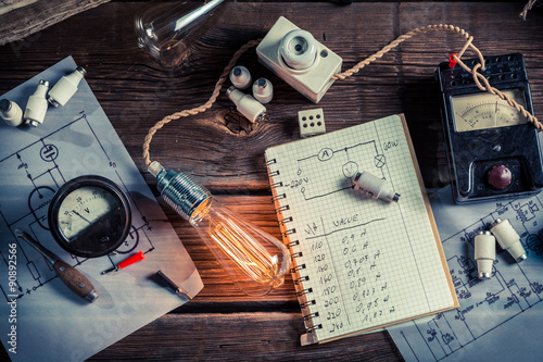 fizyka-vinateg-laboratorium-w-zakresie-techniki-elektrycznej
