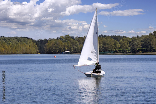 Staande foto Zeilen Sailing on the lake