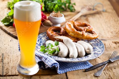 Fotografia Oktoberfest weißwurste mit breze und bier