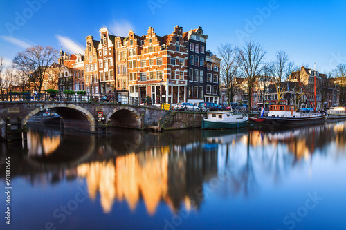 Photo  Beautiful image of the UNESCO world heritage canals the 'Brouwersgracht' en 'Pri