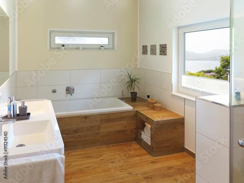 Modernes Badezimmer Mit Holz Und Aussicht Buy This Stock Photo And
