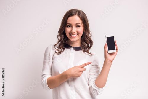 Fotografía  Woman with smartphone