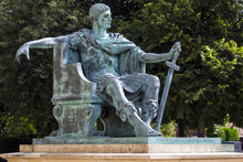 Constantine Statue In York, England.