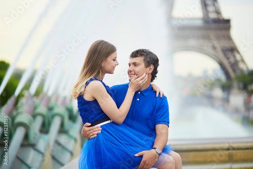 Keuken foto achterwand Ontspanning Beautiful young dating couple in Paris