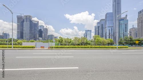 Photo  empty asphalt road and modern city shenzhen in china
