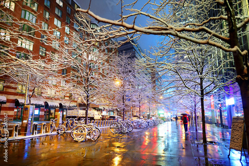 Spoed Foto op Canvas New York TAXI Winter snowfall in New York