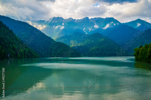 Photo Riza lake and mountains reflected