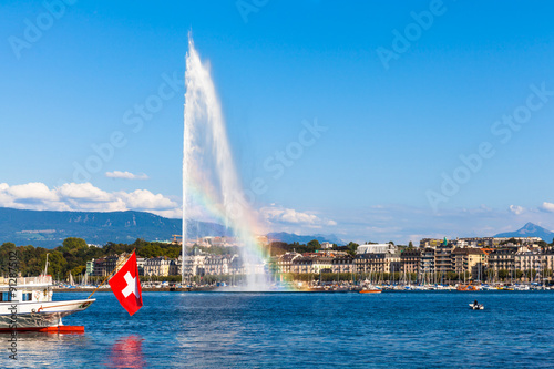 Photo sur Toile Fontaine Water jet fountain with rainbow in Geneva