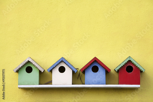 Photo Street of birdhouses