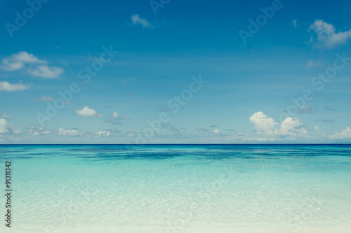 Poster Mer / Ocean blue sky with sea and beach - soft focus with film filter
