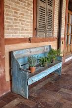 Ambiente Con Panchina In Legno