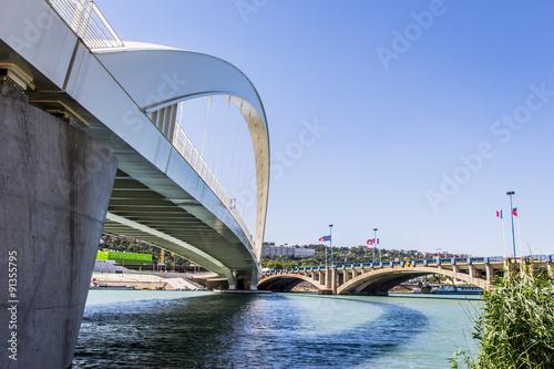 Staande foto Parijs Le Pont Raymond Barre entre Gerland et Confluence