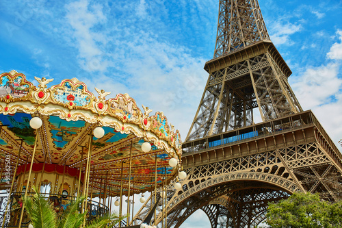 Eiffel tower and French merry-go-round Canvas-taulu