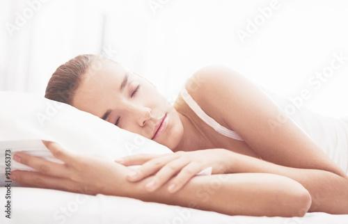 Photo  Ragazza dorme a letto