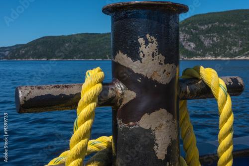 Gelbes Schiffstau Mit Webeleinenstek Am Poller Befestigt Kaufen Sie Dieses Foto Und Finden Sie Ahnliche Bilder Auf Adobe Stock Adobe Stock