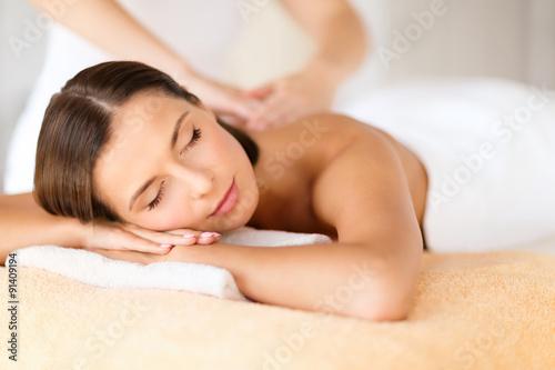 Fotografie, Obraz  Krásná žena v lázeňském salonu dostat masáže