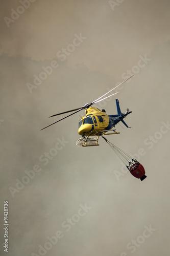 Staande foto Trabajos de extinción de un incendio forestal