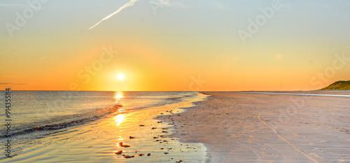 Tuinposter Zee zonsondergang Sonnenuntergang am Strand