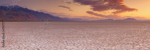 Poster Secheresse Cracked earth in remote Alvord Desert, Oregon, USA at sunrise