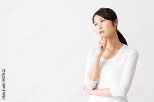 Fotografía  portrait of attractive asian woman on white background
