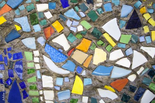 mozaika-na-scianie-mozaika-z-kolorowego-szkla-sztuka-i-kreatywnosc-fantazja-i-abstrakcja-tlo-i-tekstura