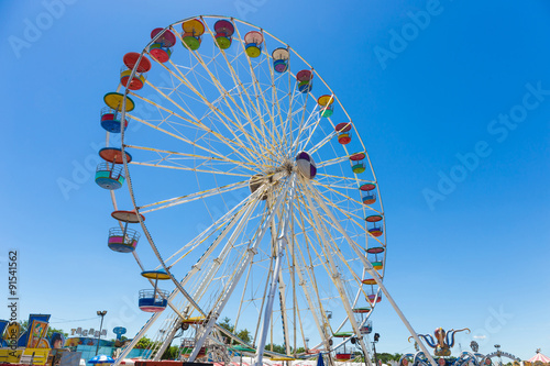 Poster Amusementspark Giant ferris wheel in Amusement park with blue sky background