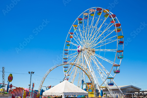 Keuken foto achterwand Amusementspark Giant ferris wheel in Amusement park with blue sky background