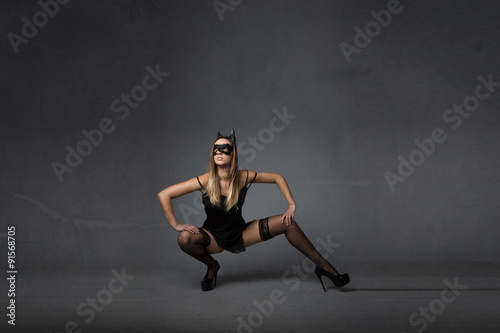 Valokuva  model with mask squat pose
