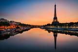 Fototapeta Fototapety z wieżą Eiffla - Sunrise at the Eiffel tower, Paris