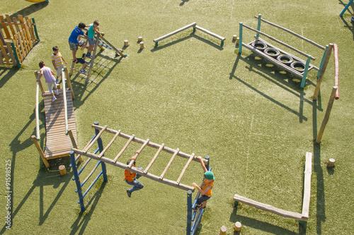 Fotografie, Obraz  çocuk parkında oynayan çocuklar