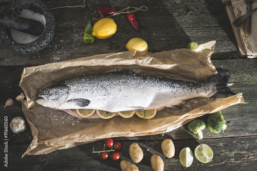 фотографія  Preparing whole salmon fish for cooking